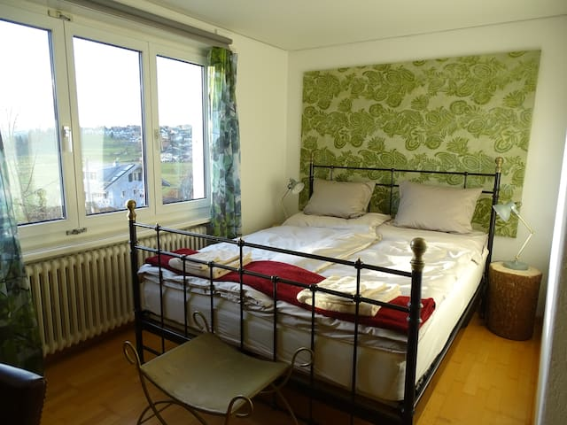 Bright room with kitchen+bathroom/incl. Breakfast