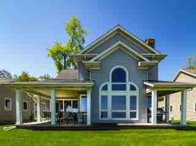 Beautiful, spacious family style cottage