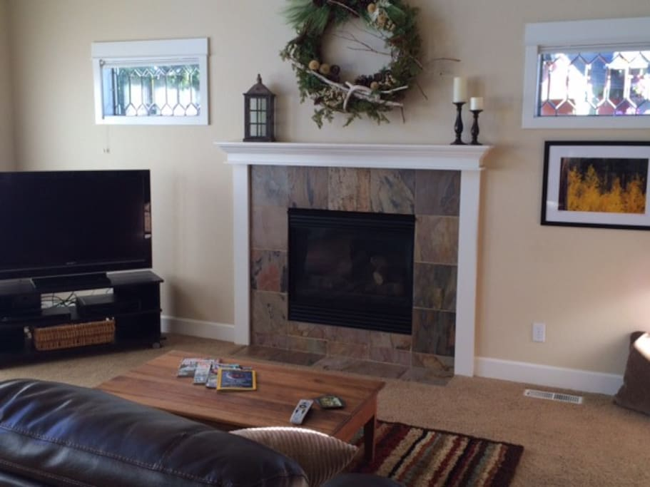 Gas fireplace, HDTV, DVD player, movies, DirecTV