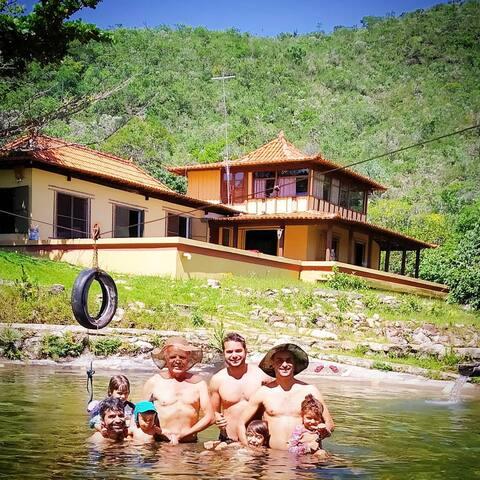 Sitio com Piscina natural, trilha e cachoeira