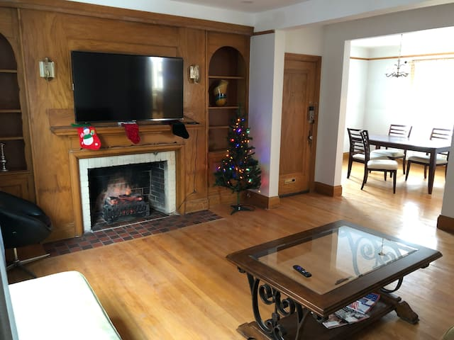 2 Bedroom apt., stones throw from Civic Hospital