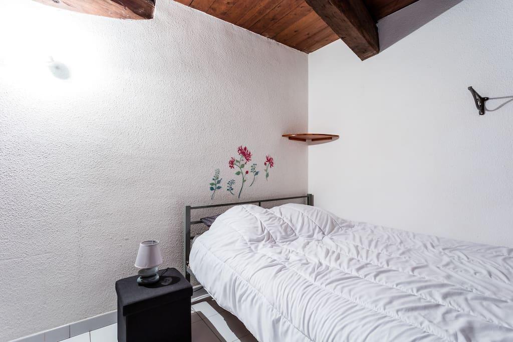 Agde chambre partag e 2 lits 3 voyageurspr s du canal for Louer chambre sans fenetre