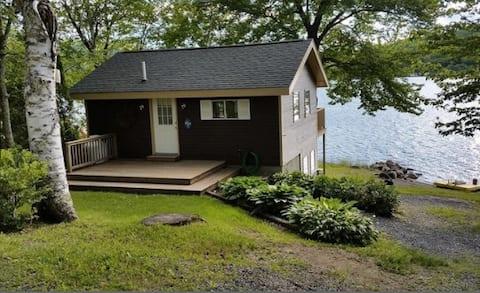 Swan Lake Cottage, Private Beach, Mid-Coast Maine