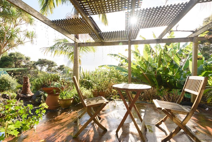 """Diorama View"" Self Contained Unit/apartment  60m2 - Auckland - Huis"