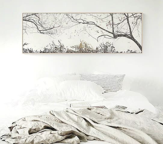 卧室墙上的挂画