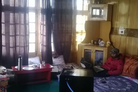 quiet place- family run - Leh - Rumah