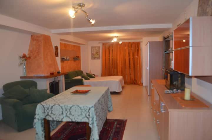 Spazioso miniappartamento Parco Sirene Velino