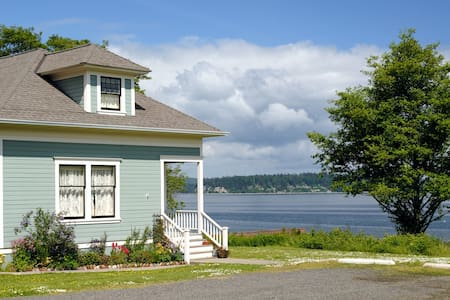3BR Port Gamble Cottage w/ Puget Sound Views! - 波尔斯波(Poulsbo) - 独立屋