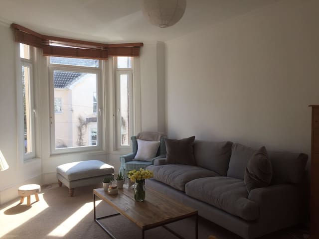 Sunny seaside flat in the heart of Southsea - Portsmouth - Apartemen