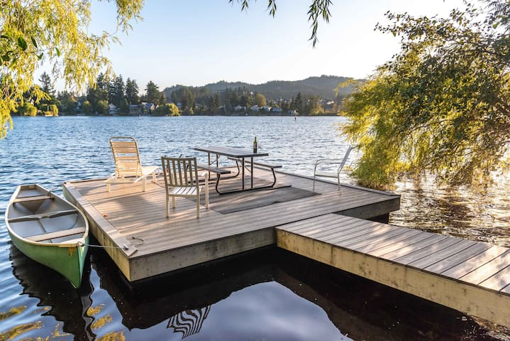 3 Bedroom House on Langford Lake near Victoria