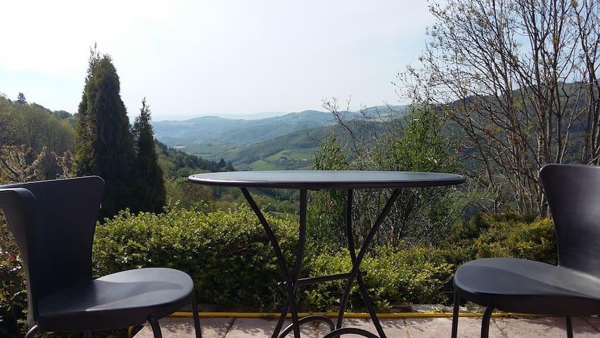 Grande maison sur la colline pour repos,rando,vtt - Yzeron - Dom