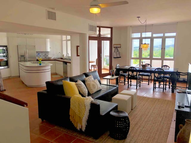 Mountain View Luxurious Villa@Wyndham beach resort