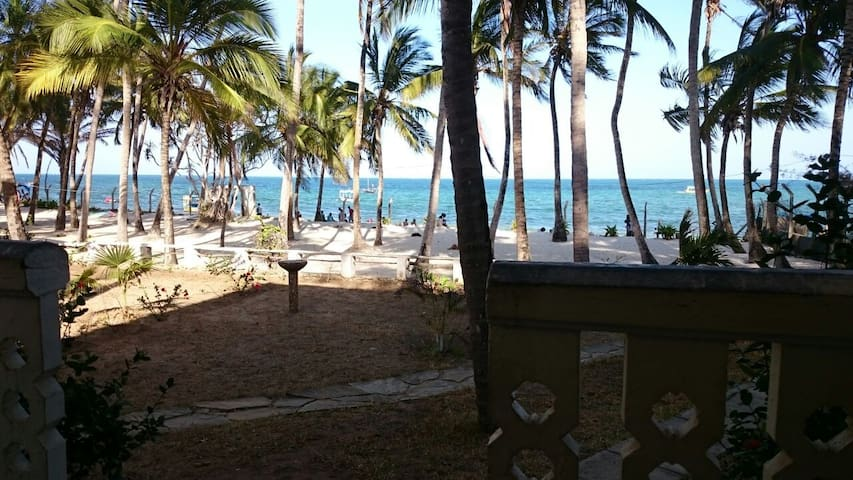 Beach Front Apartment with a warm atmosphere - Mombasa - Daire