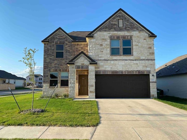 New house less than 5 minutes from Lackland base.