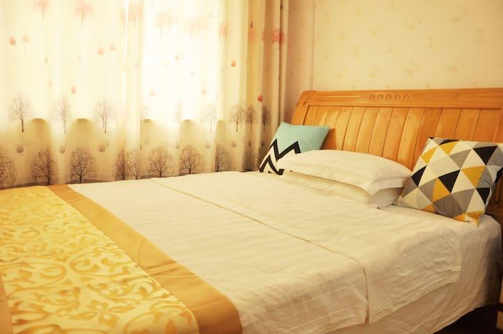 毗邻武汉高铁站温馨大床房