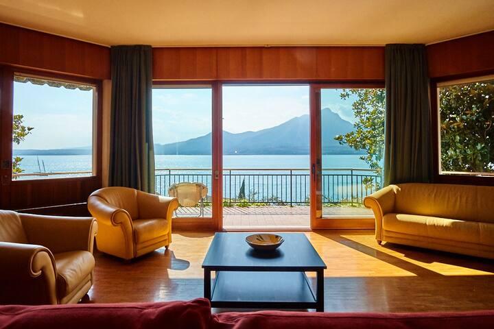 Villa fronte lago
