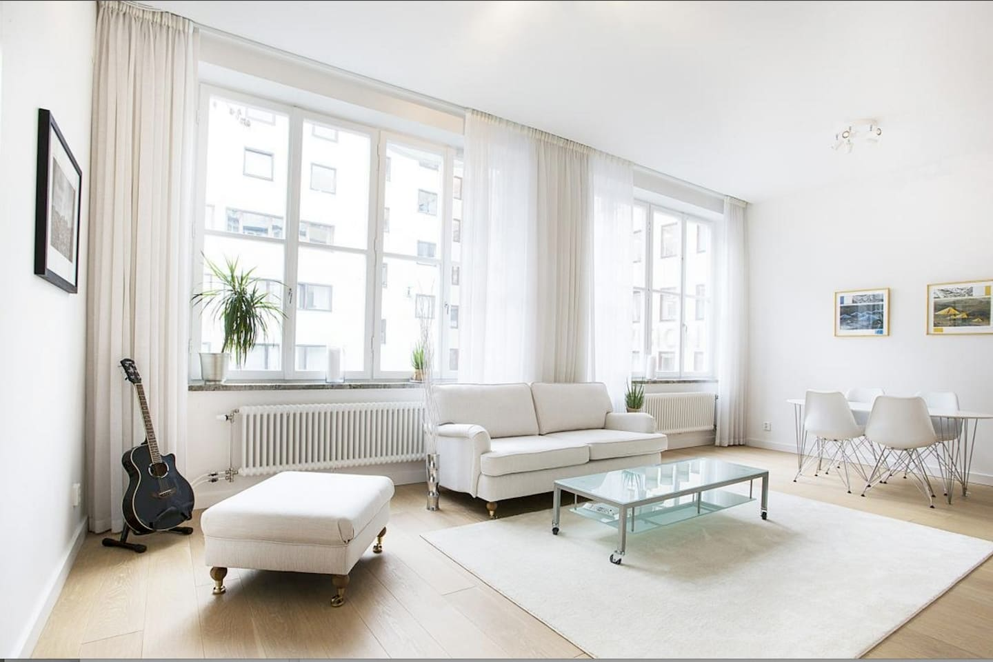 """Very sunny and bright place with high ceilings, kitchen and bathroom new. The perfect """"hotel suite""""  in the epicenter of Stockholm."""