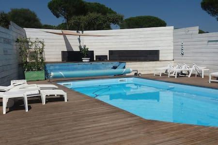 Chambre 2 :petit dej basic piscine - Sainte-Maxime - Maison