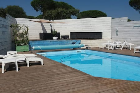 Chambre 2 :petit dej basic piscine - Sainte-Maxime - Casa