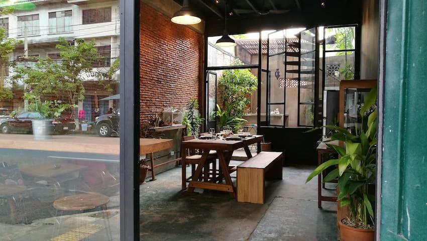 Boon Chan Ngarm House, 5min walk to KhoaSan road - Bangkok - House