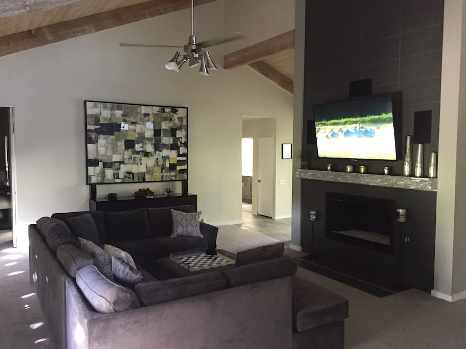 """65"""" Sony flat screen and Sonos sound system thruout & vaulted ceilings"""