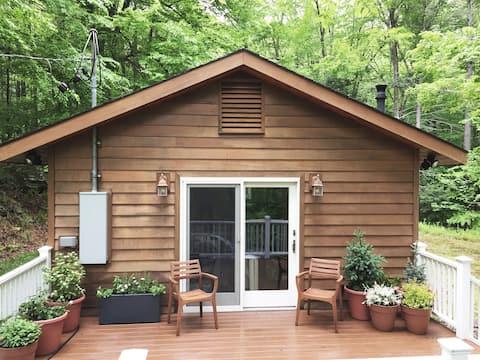 Mountainside Cottage Escape (Catskills)
