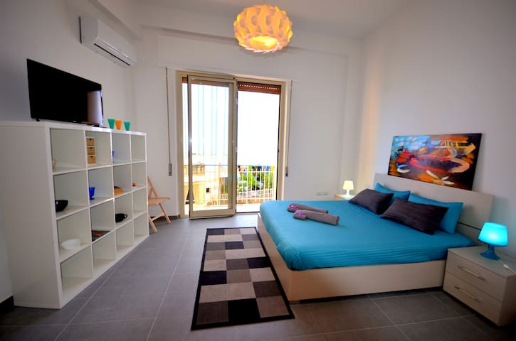 """Casa Maja"" with sea view on Taormina coast"