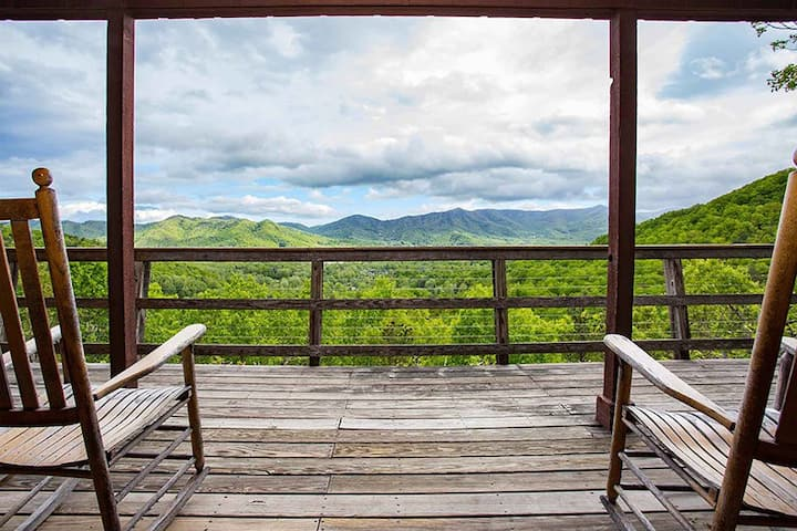 Aslan's Pause | 2 Bedroom Montreat Home with Breathtaking Views - 2 Bedroom, 2 Bathroom