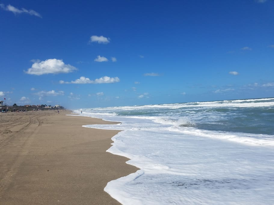 Jensen Beach offers free parking and is easily accessible. It's a short 10-minute drive from our home.
