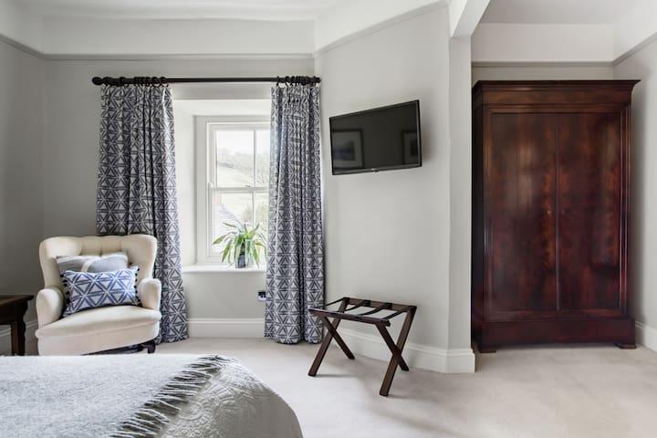 Heasley House room 4