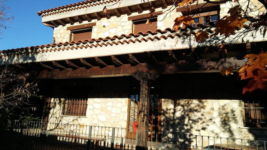Casa Los Porches Cuenca - Cuenca - Hytte (i sveitsisk stil)