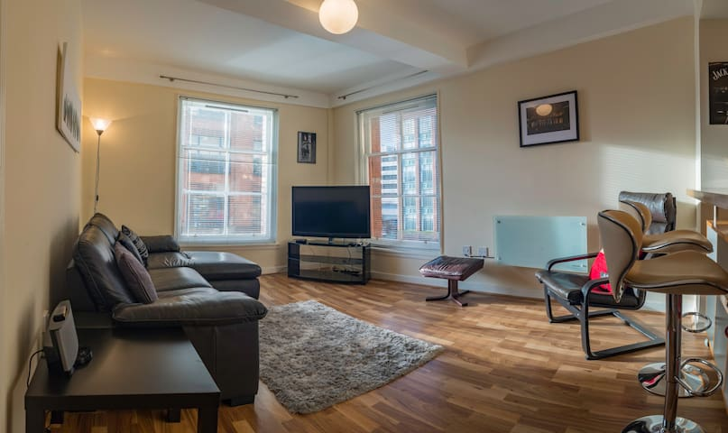 Cozy 2 bedroom apartment in glasgow's city centre.