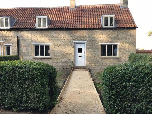 Cute Cottage 3  Irnham village