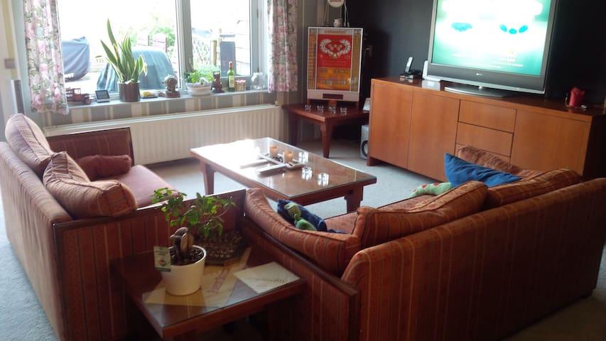 Complete, ruime  woning. - Spijkenisse - House