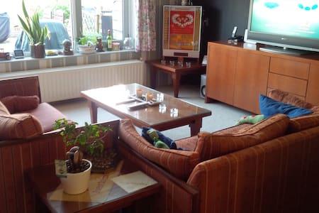 Complete, ruime  woning. - Spijkenisse - Haus