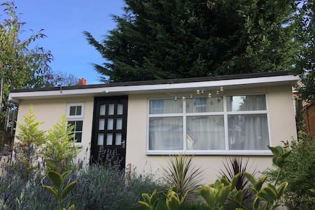 Garden chalet with en-suite - Bournemouth - 牧人小屋