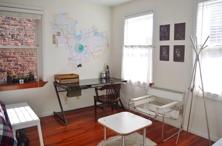 Spacious Bedroom in OTR Townhouse - Cincinnati - House