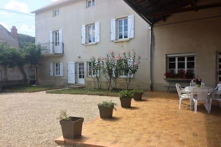 Fermette 5-7 p. en Bourgogne, espace et confort