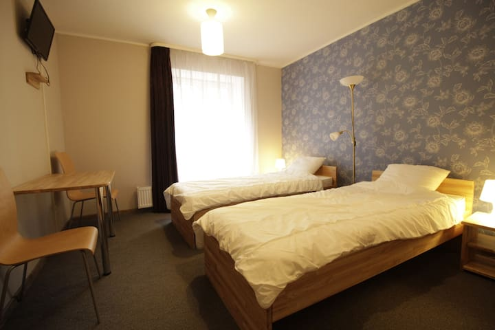Amigo room for 2 in quiet centre
