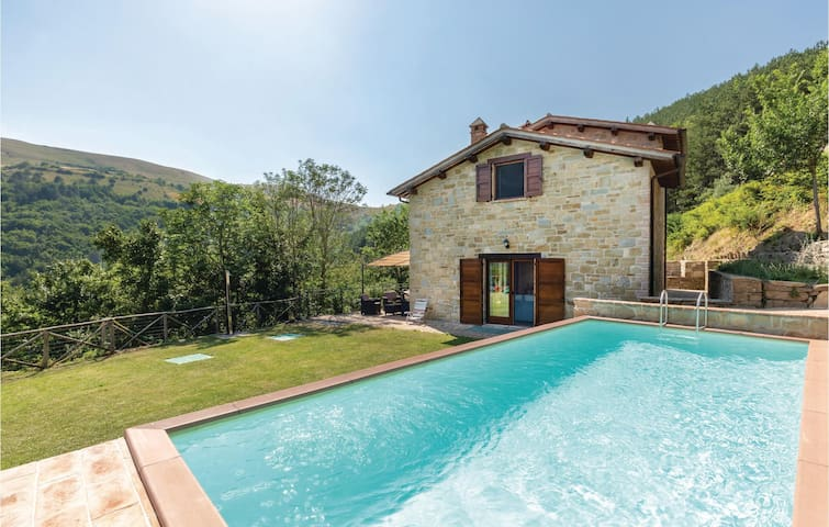 Holiday cottage with 2 bedrooms on 80m² in Gubbio -PG-