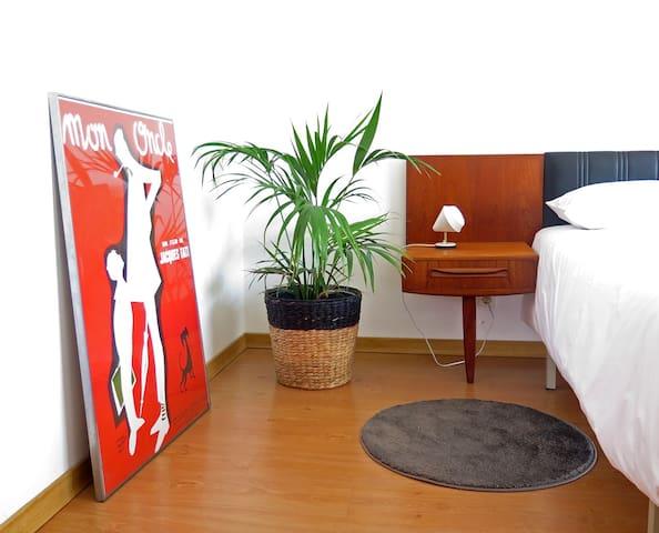 Central bedroom with private bathroom and balcony - Vila Nova de Gaia - Apartamento