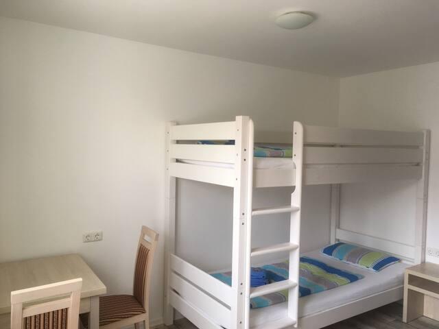 Zweibettzimmer mit Etagenbett