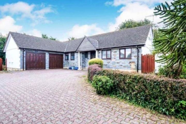 Beautiful & spacious 4 bed bungalow near Padstow