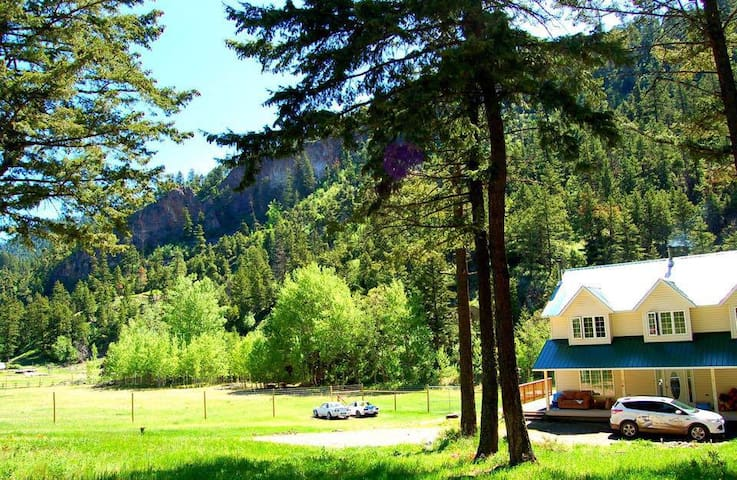 Dee's Funny Farm Retreat - Okanagan-Similkameen - 一軒家
