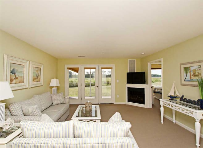 BB681: 1st floor Bethany Bay condo | Minutes to the beach | Golf, pool & more!