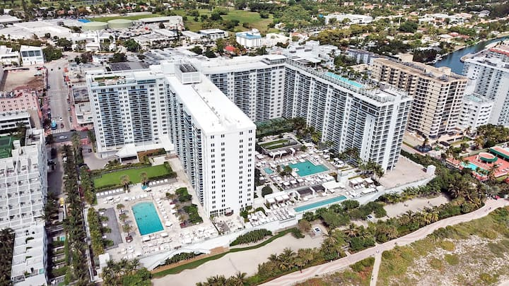 Awesome SoBe Ocean View Apartment with 3 Pools