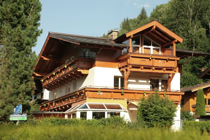 Licht appartement in Zell am See met een sauna
