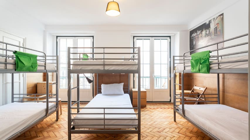 Room for 6 guests in Anjos Hostel