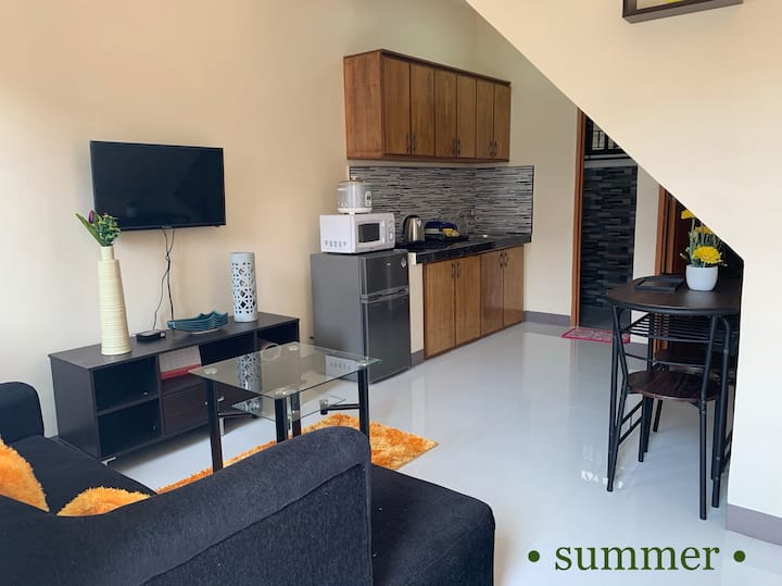 Four Seasons Apartment Lubao, 2BRs w/ WiFi- Unit 3