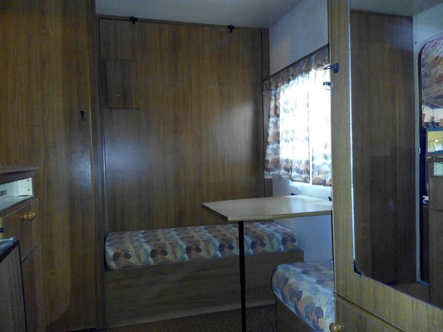 interno roulotte 2